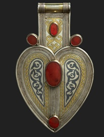 Teke style cordiform pendant (Turkmenistan, mid- to late 19th c.), silver, fire-gilded and chased with niello inlay, decorative wire, and table-cut carnelians