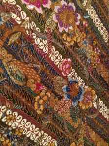 Small detail of wrapper in Hokokau style (early-mid 1940s). Traditional  motifs on diagonal with European-style flowers.