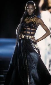 Naomi flaunting Gianni's 1992 bondage-inspired leather couture.