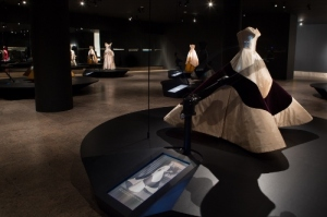 Innovative digital display tells the back story of Mrs. Hearst's Clover Leaf Gown – too big for Ike's inaugural, but just right for Queen Elizabeth II's coronation