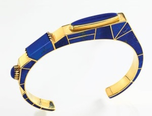 Lapis and gold bracelet by Lee Yazzie, 1984. Photo: E. Aboroso, NMAI.